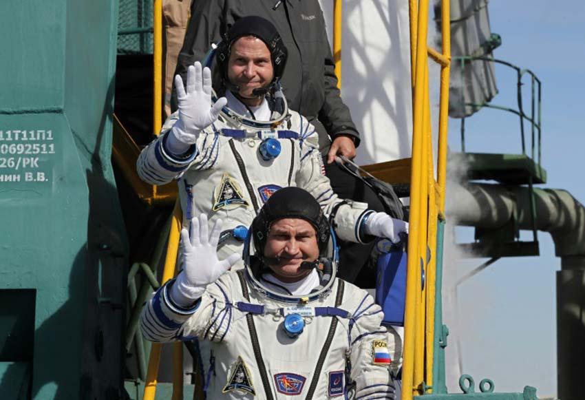 theyouthtimes, soyuz spacecraft, board
